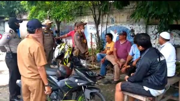 Kelurahan Koja Intensifkan Patroli Bubarkan Kerumunan Warga