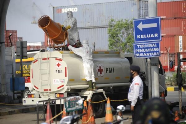 Kawasan Pelabuhan Tanjung Priok Akan Rutin Disemprot Disinfektan Cegah Penyebaran COVID-19