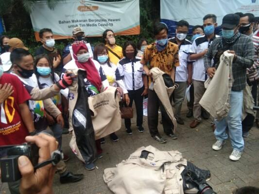 Kecaman Relawan Satgas Penanganan COVID -19 Atas Pemberian 20.000 Masker Dan Hand Sanitizer Di Pernikahan Putrinya Habib Rizieq Shihab