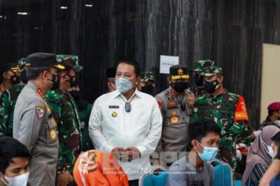 Pangdam II/Sriwijaya Dampingi Panglima TNI dan Kabaharkam Polri Tinjau Vaksinasi di Lampung